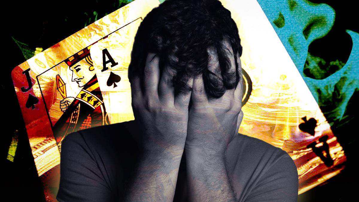 Pria Dengan Tangan Menutupi Wajah Dengan Latar Belakang Blackjack dan Api